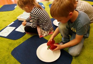 Obrazek galerii Zabawy z wykorzystaniem pomocy M. Montessori w grupie Duszków